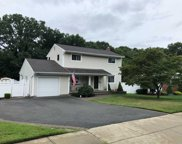 10 Wenmore Rd, Commack image