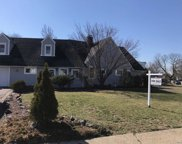 35 Ripple Ln, Levittown image