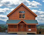 1071 Towering Oaks Drive, Sevierville image