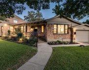 726 W Greenbriar Lane, Dallas image