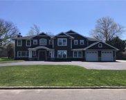 805 Pond  Lane, Woodsburgh image