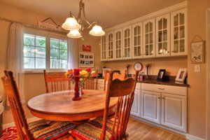 3112 Sloat Rd dining area