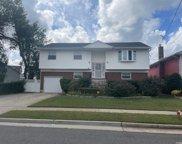 85 Maplewood  Avenue, Hempstead image