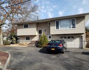 281 Colonial Rd, W. Babylon image