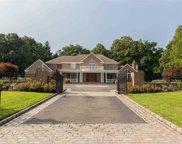 25 Windsor Dr, Muttontown image