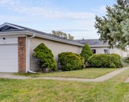 121 Golden Drive, Glendale Heights image
