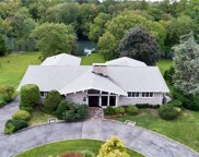 18 Lakeshore Drive, Eastchester image