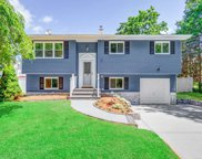 19 Ronde  Drive, Commack image