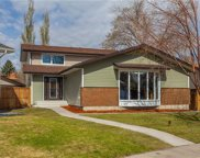251 Midvalley Place Southeast, Calgary image
