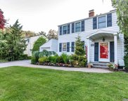 23 Flower  Lane, Roslyn Heights image