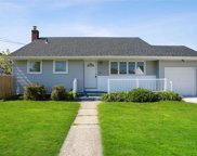 62 Hollywood  Avenue, Lindenhurst image