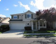 664 Redhaven St, Brentwood image