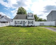 63 Slate Ln, Levittown image
