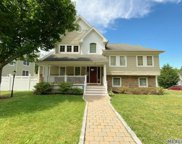 4 Larsen  Avenue, Glenwood Landing image