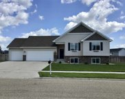 2817 Grey Eagle Pass Nw, Minot image