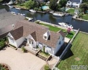 114 W Sequams Ln, West Islip image