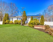 31 Flower Hill  Drive, Shirley image