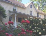 138 Cove  Road, Huntington image