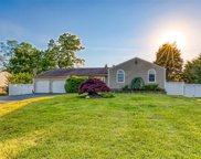 17 Tower  Place, Smithtown image