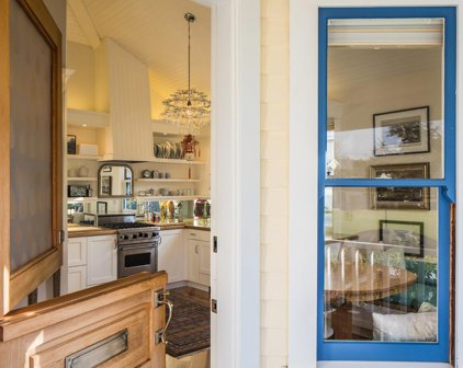 141 Caledonia Ave, Pacific Grove