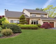 7 Barbera Rd, Commack image