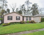 5627 Wooded Lake Dr, Louisville image