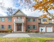136 Soundview Dr, Great Neck image