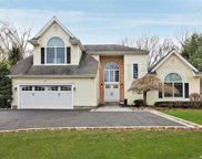 12 Hunting Hollow  Court, Dix Hills image