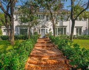 712 MAPLE Drive, Beverly Hills image