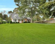 13 Timberpoint  Road, East Islip image