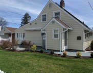 61 Sunrise Ln, Levittown image