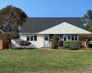 8 Normandy  Drive, Bethpage image