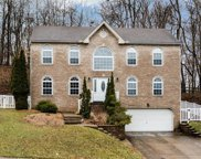 602 Fieldstone Dr, Moon/Crescent Twp image