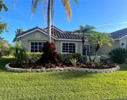 1032 Laguna Springs Dr, Weston image