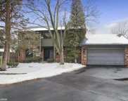 584 Lakeview Court, Roselle image