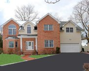 3 Brookdale Ct, Glen Cove image
