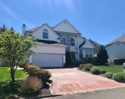 35 Peachtree Ct, Holtsville image