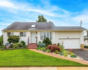 2960 Bluepoint  Court, Wantagh image