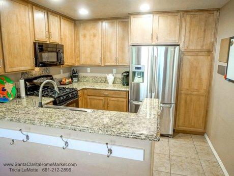 28481 Herrera St, Valencia CA 91354 kitchen