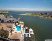 3070 Riverside Dr, Wantagh image