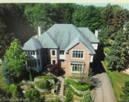 6608 Minnow Pond Dr, West Bloomfield image