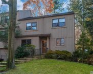 39 High Oaks Ct, Huntington image
